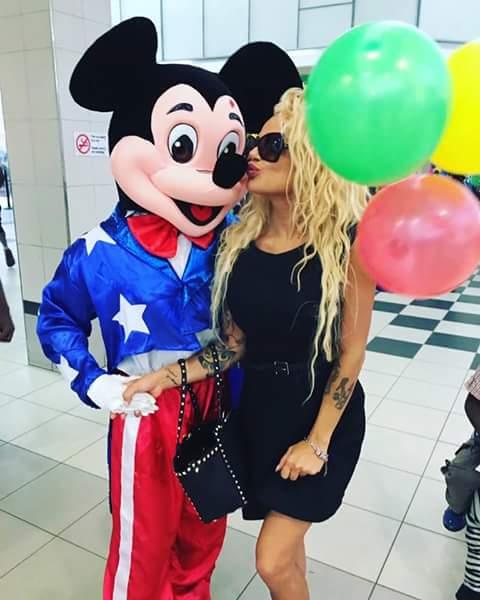 Scatti proibitivi a Dubai per la sosia Italiana di Pamela Anderson